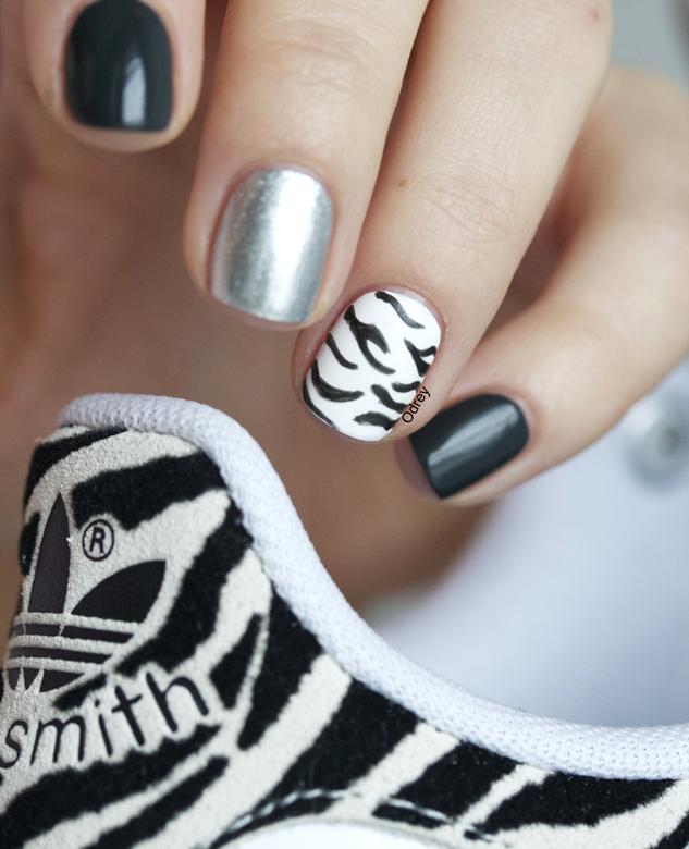 nail-art-stan-smith-zebra2